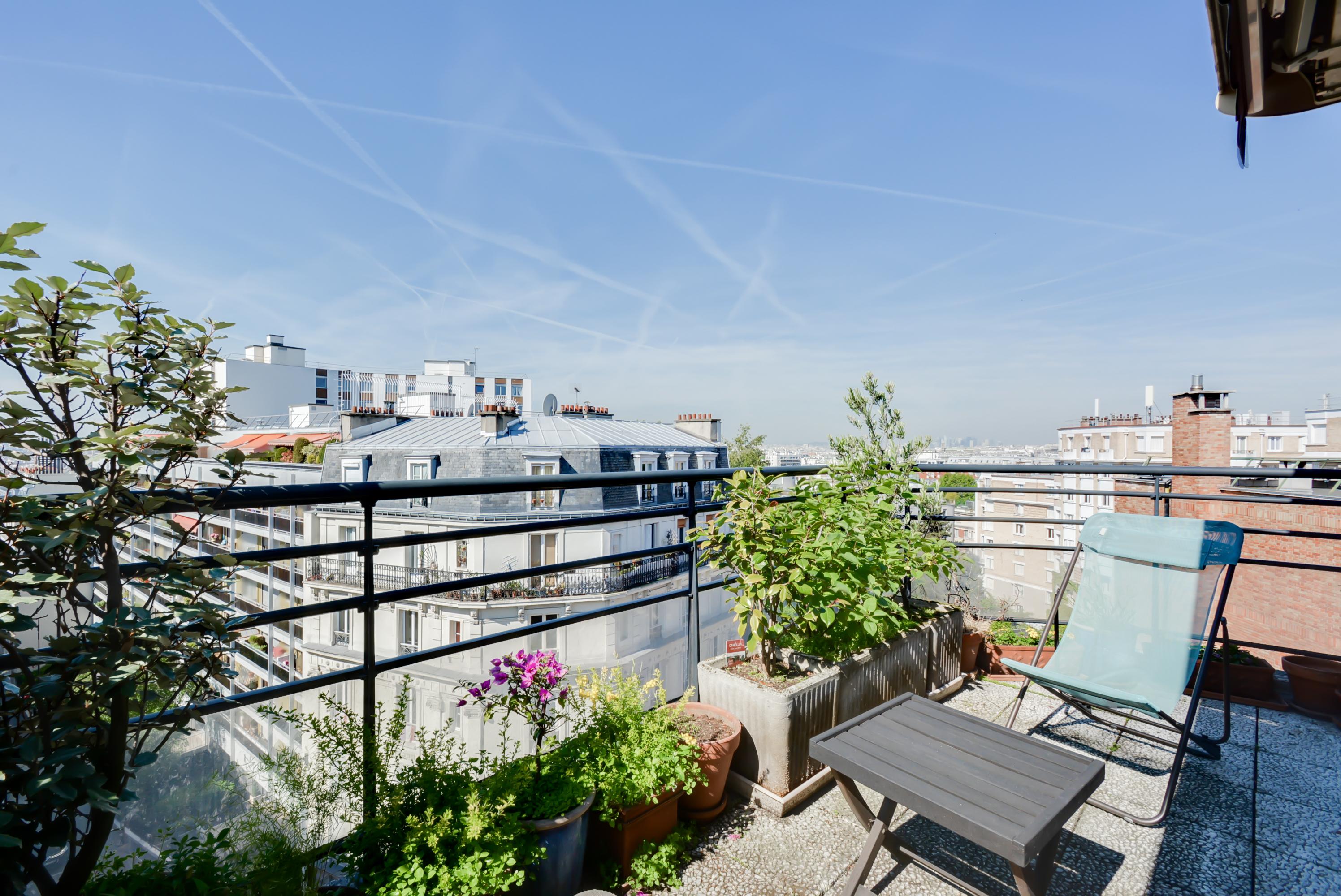 Magique ! 73 m2 avec terrasse et vue sur Paris aux Buttes de Chaumont