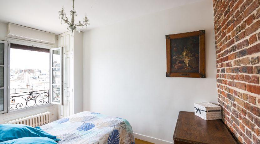 dernier-etage-paris-ruearcole-chambre2
