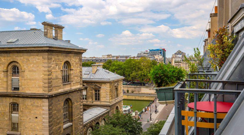dernier-etage-paris-ruearcole-vueseine