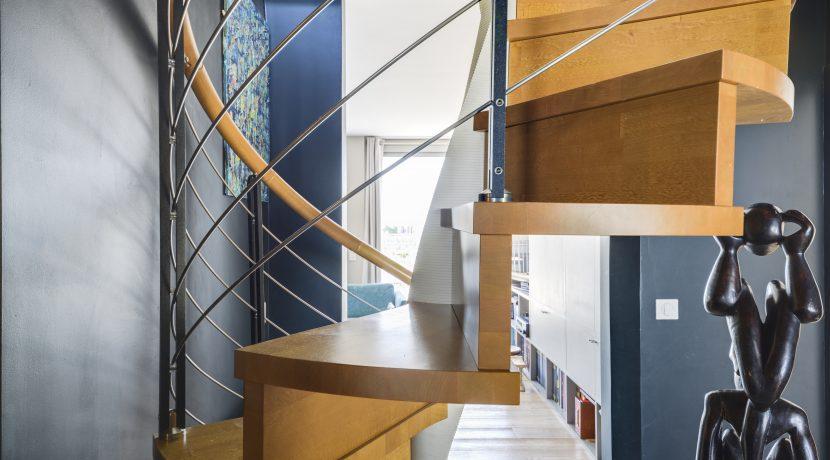 dernier-etage-paris.petrarque.escalier