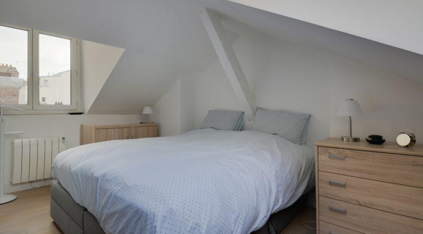 dernier-etage-paris-rue-Saint-Martin-chambre