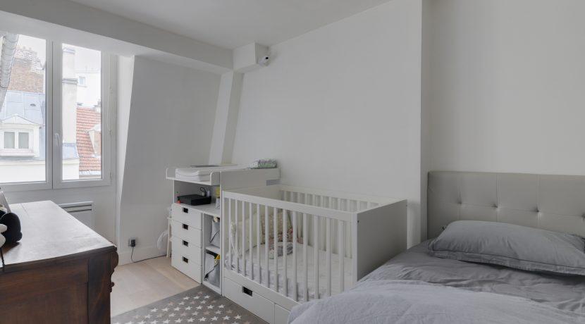 dernier-etage-paris-rue-Saint-Martin-chambre2