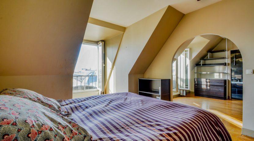 dernier-etage-paris-rue-Montmartre-chambre1