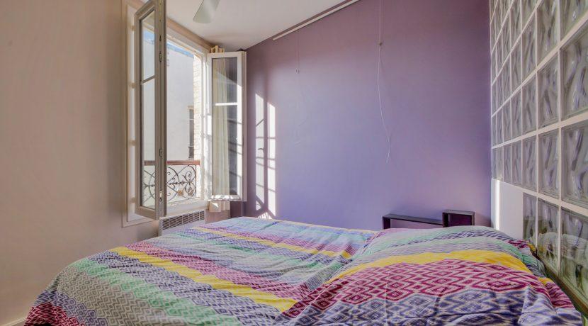 dernier-etage-paris-rue-Montmartre-chambre2