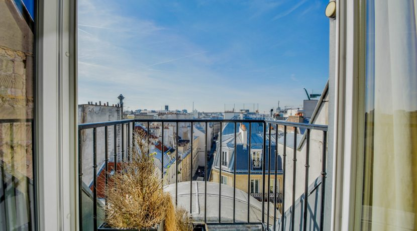 dernier-etage-paris-rue-Montmartre-vue2