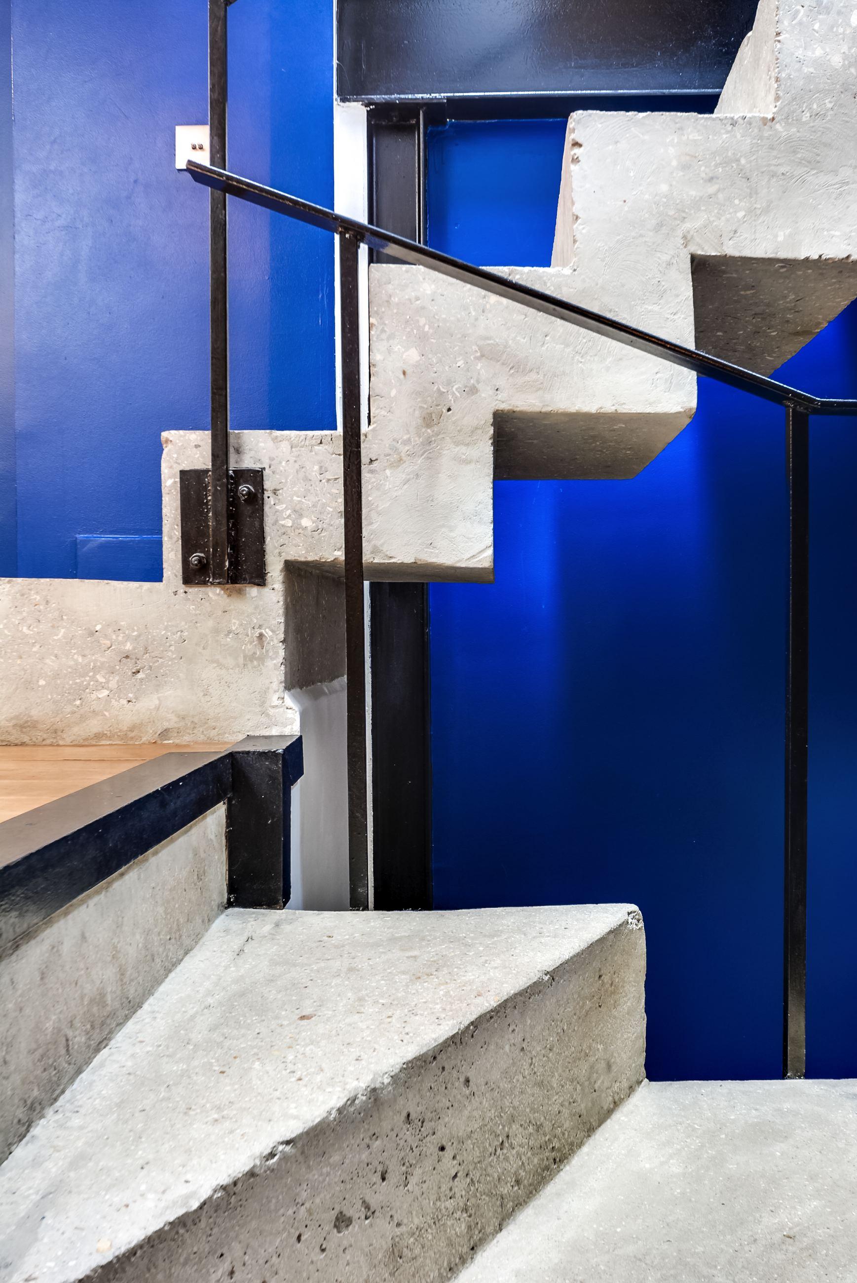 dernier-etage-paris-escalier