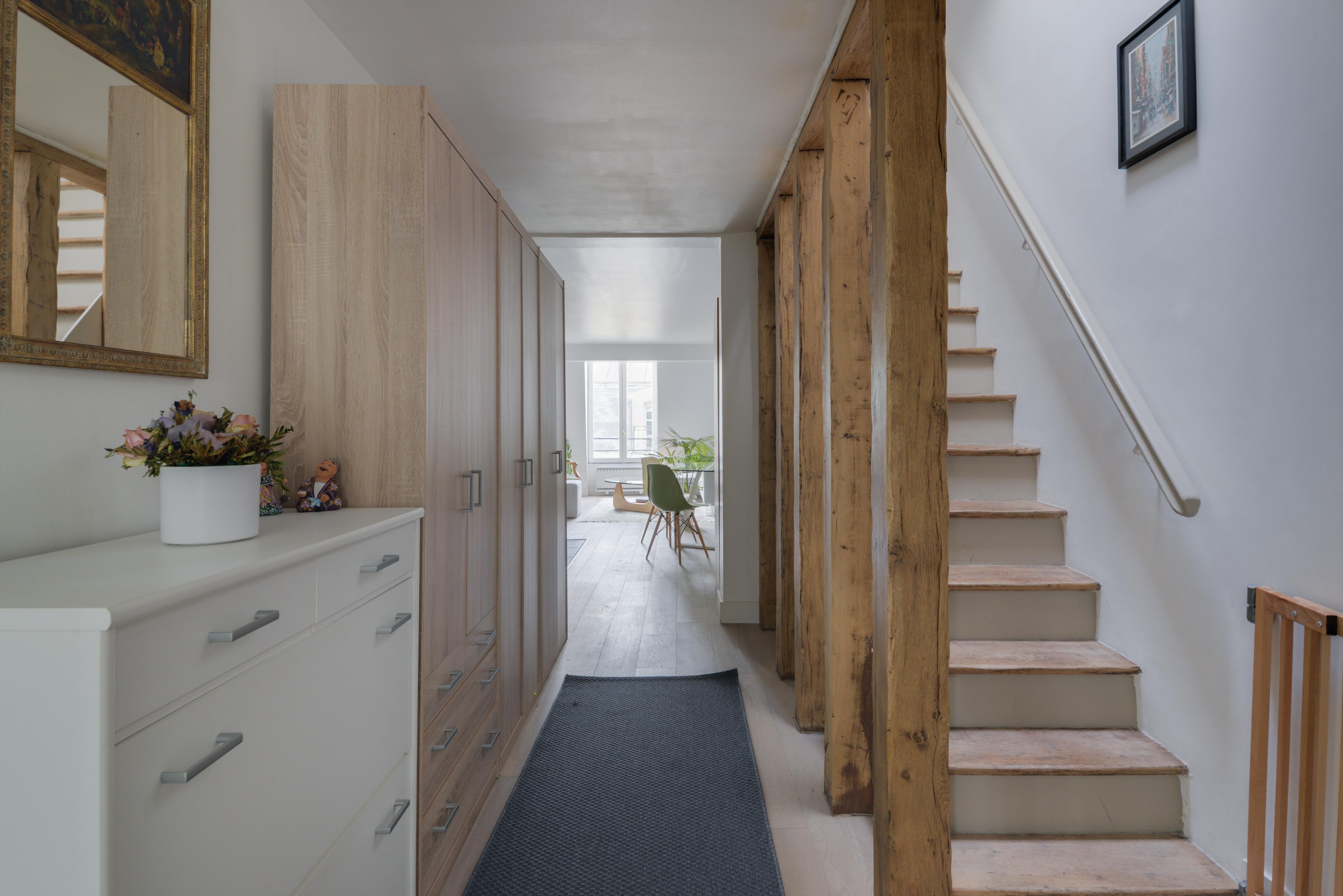 dernier-etage-paris-rue-Saint-Martin-couloir