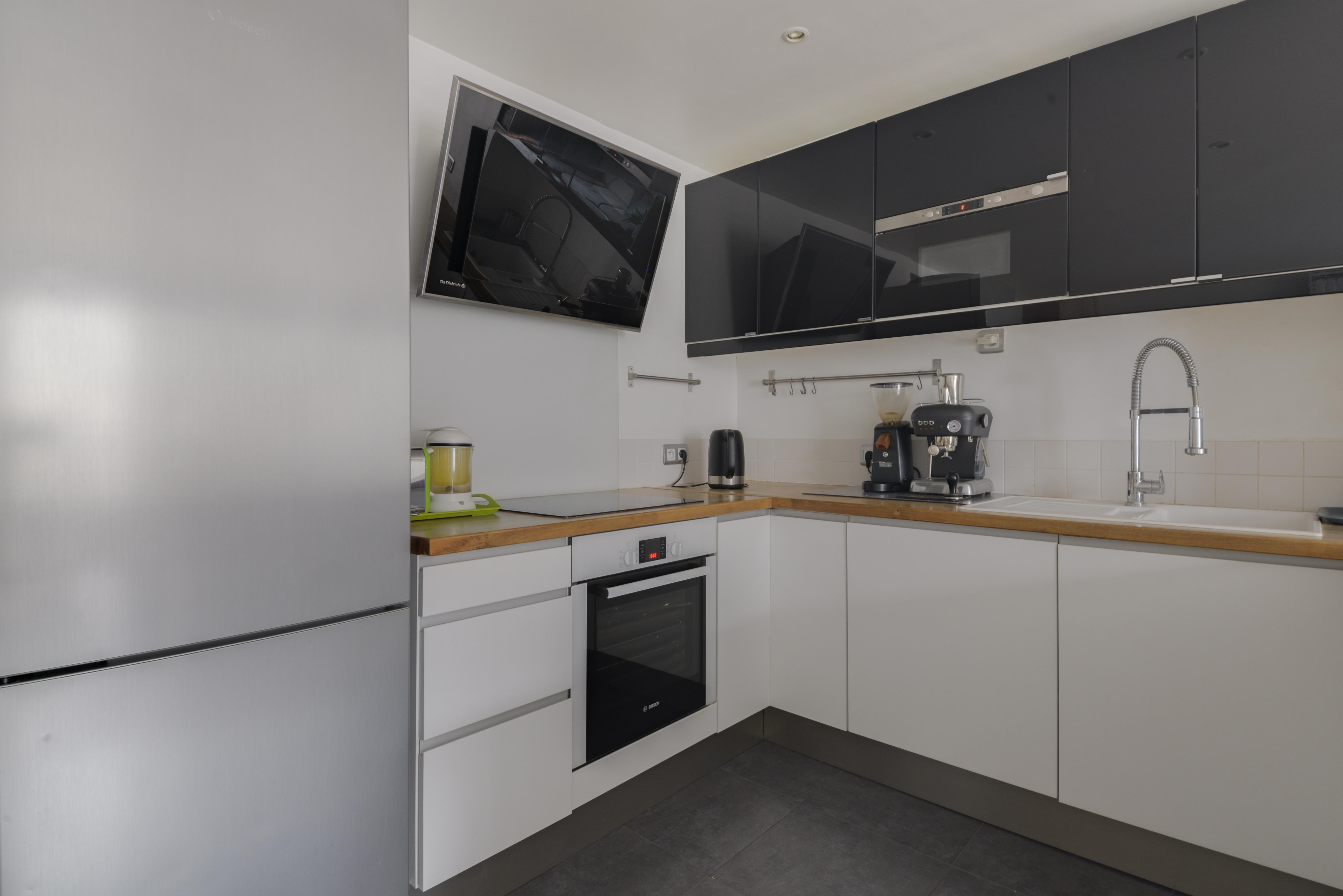 dernier-etage-paris-rue-Saint-Martin-cuisine2
